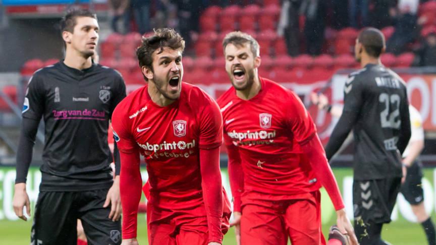 Moeder Uvini emotioneel door FC Twente-supporters