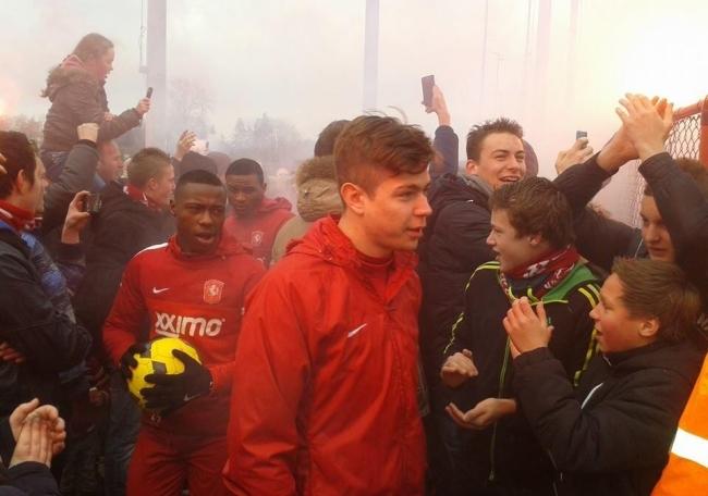 FOTOS: FC Twente fans steunen spelers op training