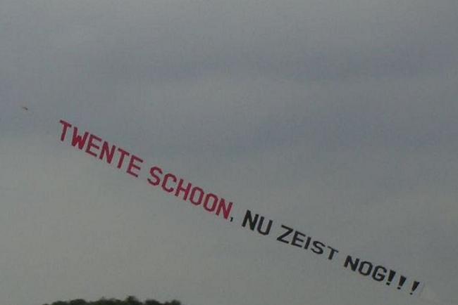 Vliegtuig met Twente statement boven play-offs; Heracles fans reageren