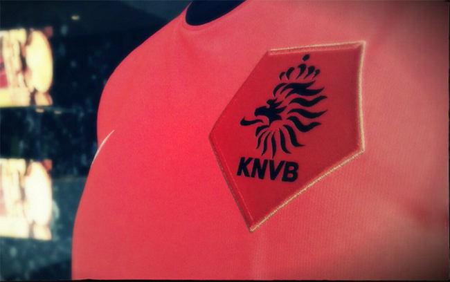 De KNVB snijdt zichzelf in de vingers met competitieplanning