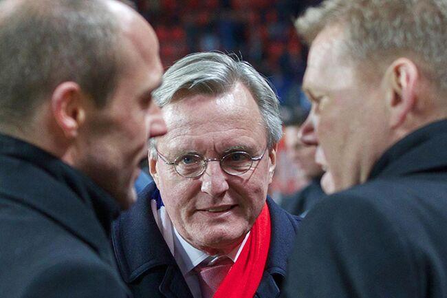 Ook de voorzitter staat achter de trainer